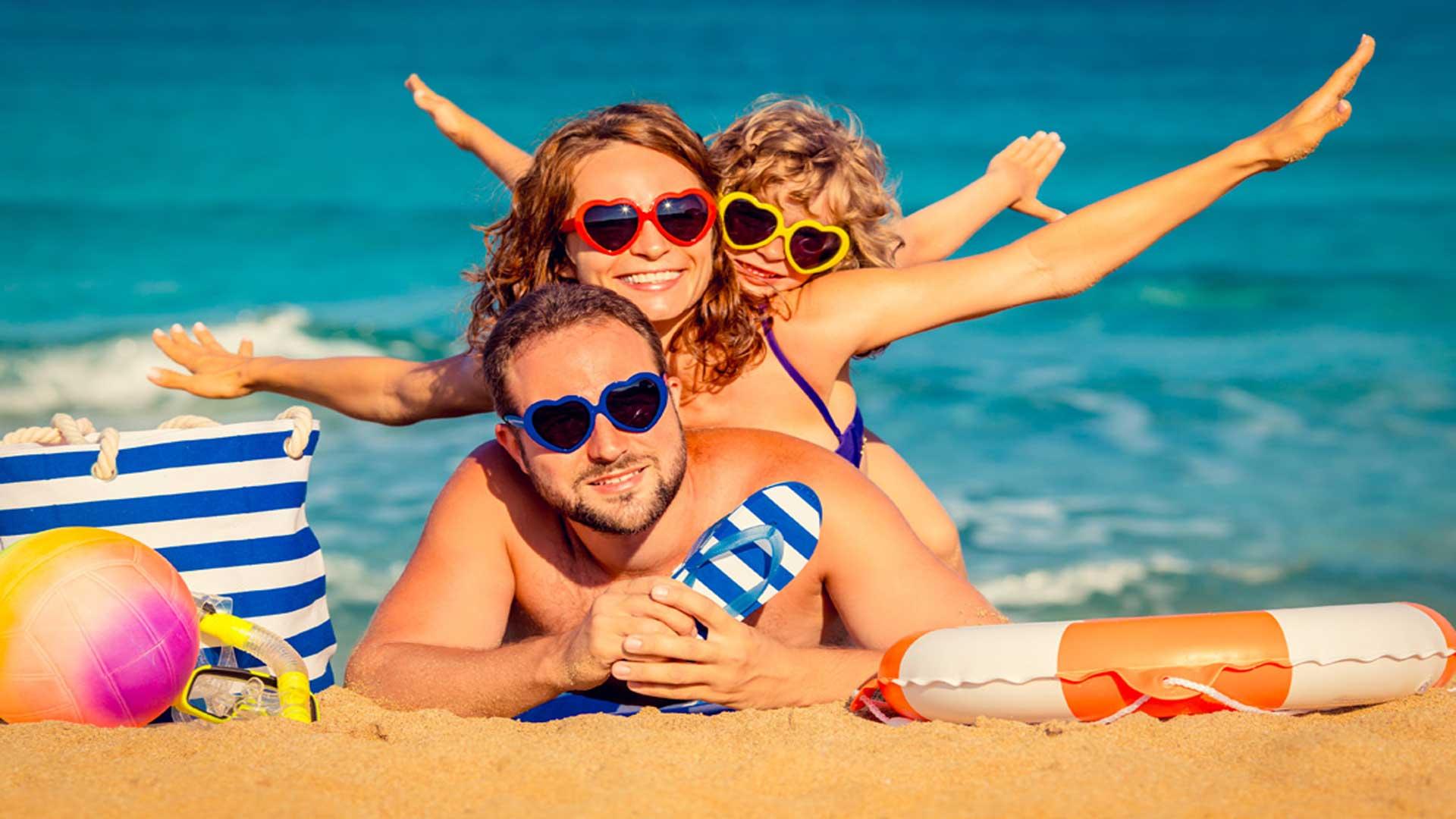 FAMILY-HOLIDAY-DEAL-family-on-beach