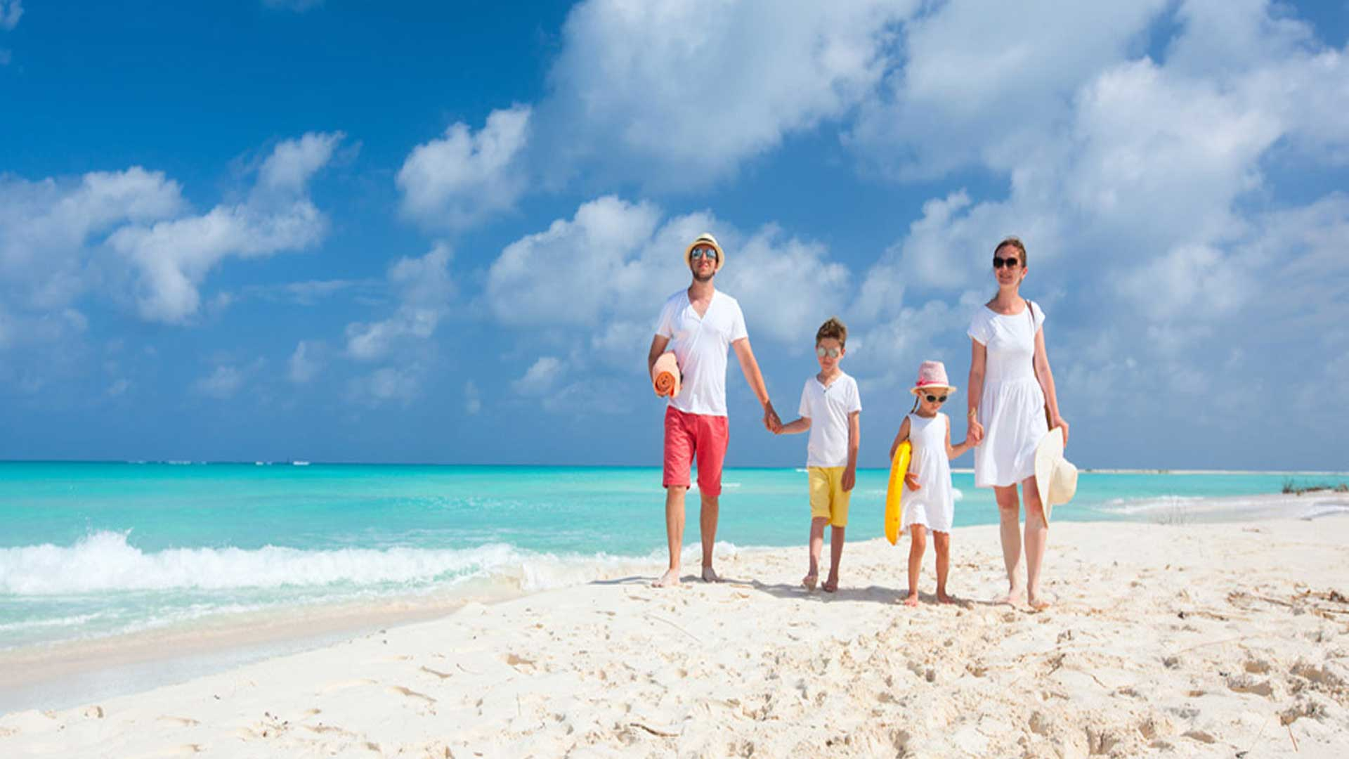 FAMILY-HOLIDAY-DEALS-beach-walk-ocean