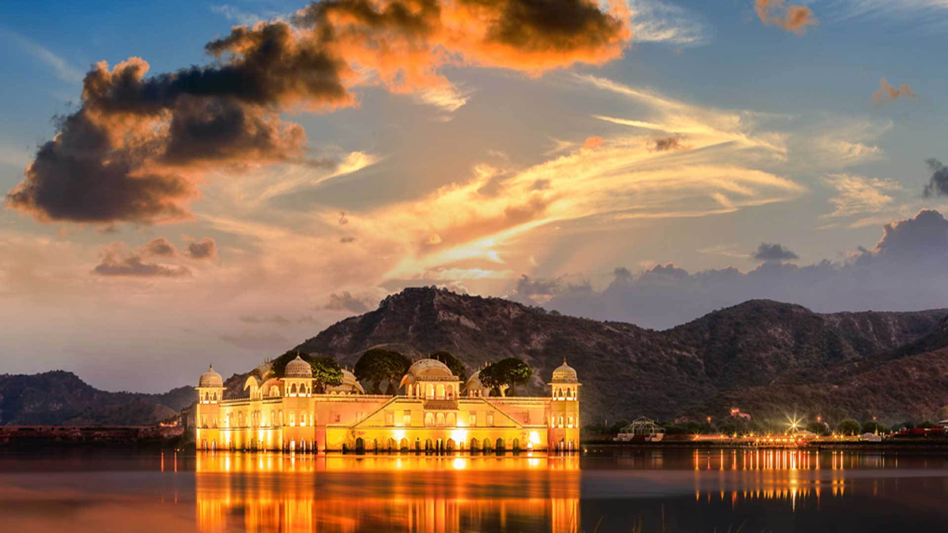 INDIA-HOLIDAY-DEALS-the-Water-Palace-hotel