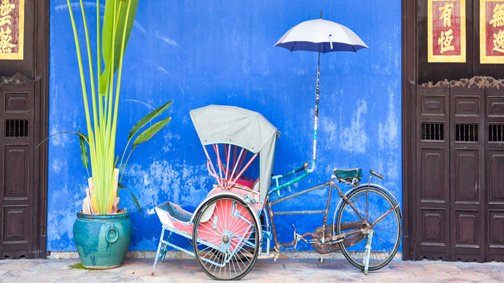 MALAYSIA-HOLIDAY-DEALS-bicycle-and-blue-wall
