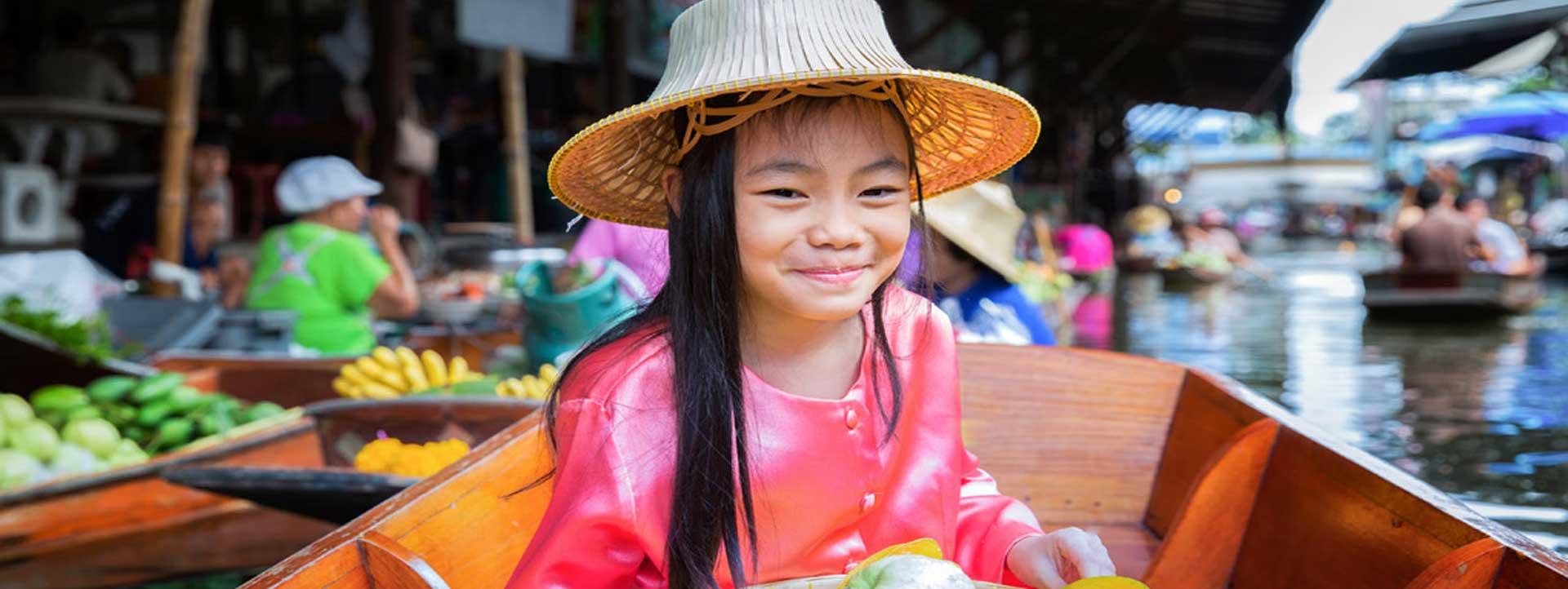 VIETNAM-FLOATING-MARKETS-little-girl